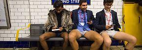 """""""No Pants Day"""": Ohne Hose in der U-Bahn"""