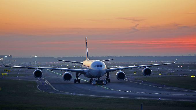 Wer seinen Anschlussflug wegen Verspätung verpasst, kann auf Entschädigung klagen.