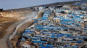 Flüchtlingslager an der türkischen Grenze. Zwei bis drei Millionen Binnenflüchtlinge haben in Idlib Zuflucht gesucht.