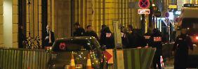 Nach dem spektakulären Raubüberfall auf das Pariser Ritz-Hotel konnte die Polizei drei der mutmaßliche Täter festnehmen.