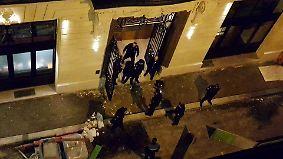 Schmuck im Millionenwert erbeutet: Räuber stürmen mit Äxten Luxushotel in Paris