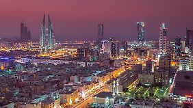 Glitzermetropole am Golf: das Königreich Bahrain mit seiner nächtlichen Skyline.