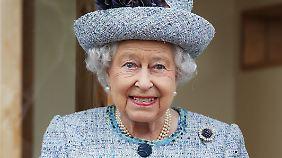 Von Liste der Hoflieferanten gestrichen: BH-Ausstatterin der Queen plaudert zu viele Details aus