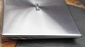 Links hat das Zenbook 13 USB-C, USB-A, HDMI und den Ladeanschluss.