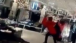 Rassismusvorwurf nach Affen-Pulli: Demonstranten verwüsten H&M-Filiale in Südafrika