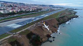 Gefährliches Manöver in Türkei: Flugzeug rollt Felsklippe hinunter