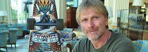 Klobrille und tote Schwiegermama: Was die Camper in den Dschungel mitnehmen