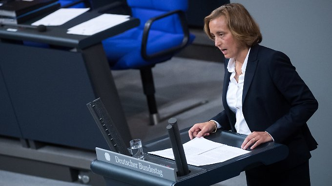 Nicht nur Beatrix von Storch lässt bei ihrer Rede eine Chance verstreichen.