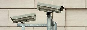 Details wie die Überwachungskameras an allen Ecken zeigen dann doch, dass hier keine x-beliebige Behörde arbeitet.