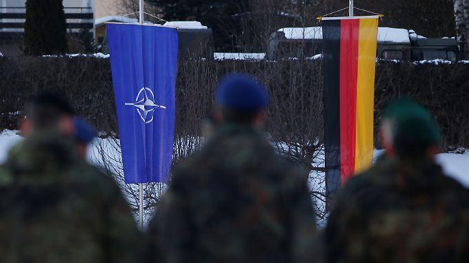 Die Nato-Vorgaben sind für Deutschland schwer zu erfüllen. Die gute Wirtschaftslage schmälert den Wehretat-Anteil beständig.