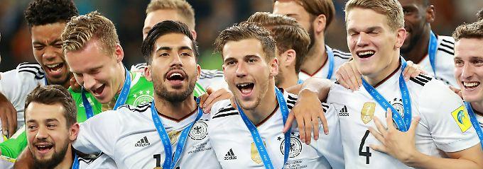Neuer Wettbewerb: Im Sommer vergangenen Jahres gewann die DFB-Elf den Confed Cup, den die Fifa abschaffen will. Dafür legt jetzt die Uefa mit der Nations League nach.