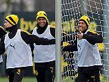 So viel Spaß gibt's beim BVB: Pierre-Emerick Aubameyang macht offenbar gute Mine zum bösen Spiel.