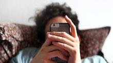 Weniger Zeit mit dem Smartphone: Zu viel Internet macht Teenager unglücklich
