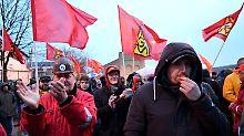 Ton wird schärfer: Arbeitgeber klagen gegen IG-Metall-Streiks