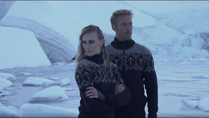Die Pullover kosten etwa 200 Euro.