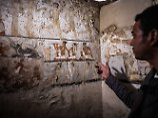 Die Wandmalereien im Grab zeigen die Priesterin in verschiedenen Szenen.
