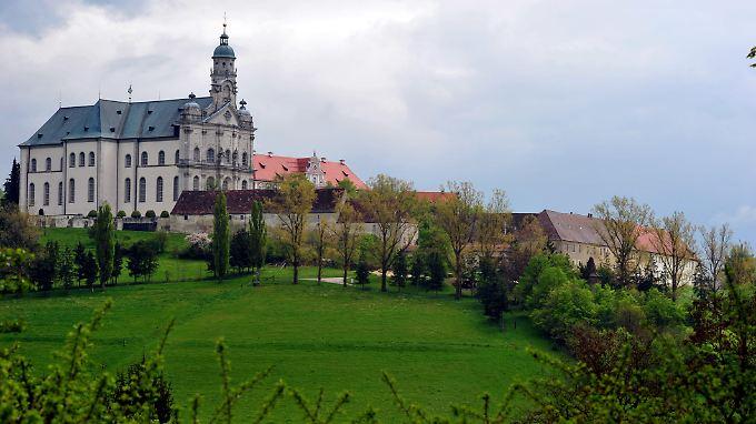 Die Mönche hätten das Geld gut gebrauchen könnten, um das riesige Kloster in Schuss zu halten.