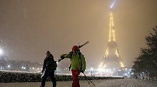 Eiffelturm gesperrt, Rekordstau: Schneedecke legt sich über Paris