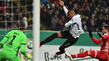 Karnevalsfußball bizarr bestraft: Mainz schenkt Frankfurt das Pokal-Halbfinale