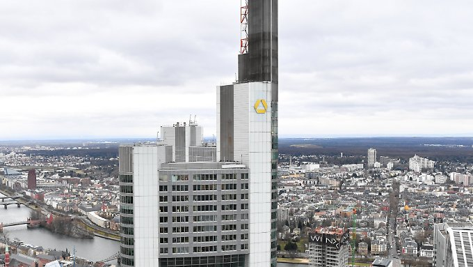 Geld brachte der Verkauf der Commerzbank-Zentrale in Frankfurt.