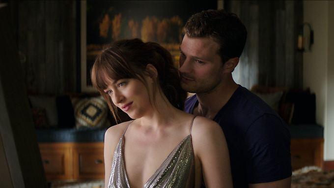 Gehen sich mal wieder an die Wäsche: Christian Grey (Jamie Dornan) und Anastasia (Dakota Johnson).