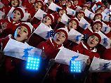Bizarre Begeisterung: Kims mysteriöse Cheerleader kapern Olympia