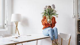 Wenn es nach Bloggern und Blumenhändlern ginge, wäre jede Wohnung immer mit frischen Blumen bestückt.
