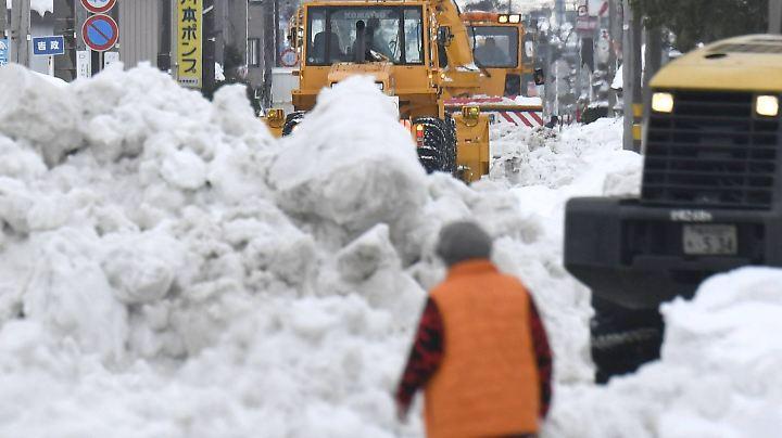 Japan versinkt im Schnee.