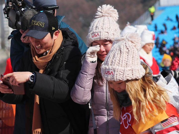 Ihre Mutter weint, ihr Vater nicht - sehr zum Entsetzen von Chloe Kim.