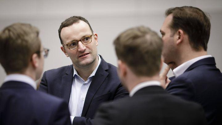 Dass Jens Spahn dem nächsten Kabinett angehört, gilt als wahrscheinlich - Merkel hätte damit einen ihrer Kritiker eingebunden.