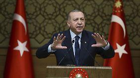 """Was genau er mit """"osmanischer Ohrfeige"""" gemeint hat, erklärte Erdogan nicht."""