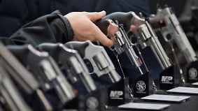 Paradoxe Entwicklung: Waffenhersteller geraten wegen Trump unter Druck
