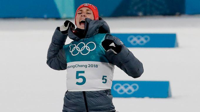 Glücklich in der südkoreanischen Kälte: Die Jacke hat Eric Frenzel hinterher nicht ausgezogen.