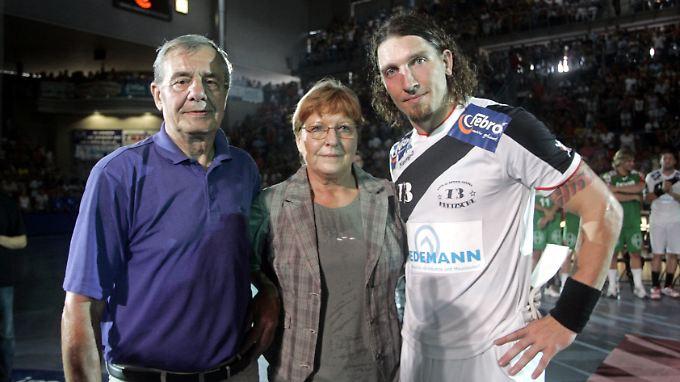 Waltraud Kretzschmar im Jahr 2007 mit ihrem Sohn Stefan und ihrem Mann Peter.