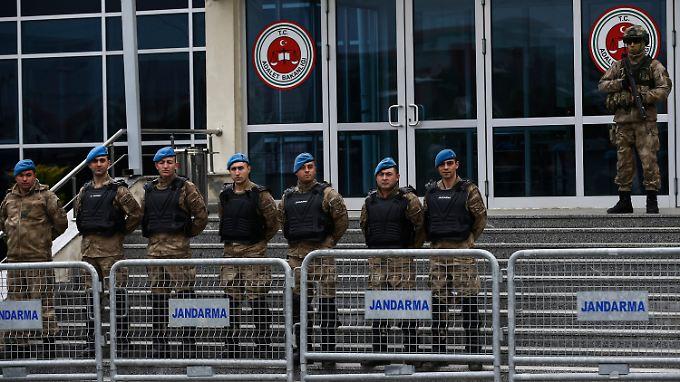 Vor dem Gefängnis Silivri, in dem Deniz Yücel mehr als ein Jahr lang inhaftiert war.