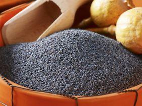 Bei einem Verkaufspreis von 2 Euro/Kilo werden Mohnbauern nicht reich: Pro Kapsel ernten sie 5 g Samenkörner.