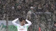 Der Sport-Tag: Schnee hält Werder Bremen in Freiburg fest