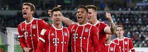 Gute Laune herrscht bei den Münchnern nach dem Last-minute-Sieg in Wolfsburg.