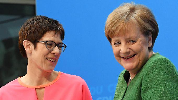 Die Kanzlerin und ihre künftige Generalsekretärin: Merkel und Kramp-Karrenbauer.