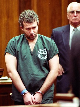 Bereits 1996 wurde Bennell wegen Übergriffen auf sechs Jungen verurteilt.