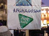 Straftäter und ein Gefährder: Abschiebeflug erreicht Afghanistan