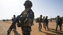 13 Mädchen weiter vermisst: Militär rettet Schülerinnen vor Boko Haram
