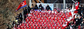 Live dabei: Nordkoreas bizarre Cheerleader-Armee, ...