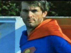 Funkel funkelt als Superman.