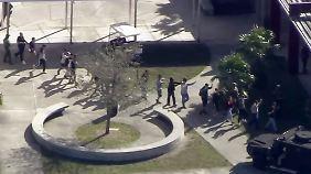Während Massaker von Parkland: Bewaffneter Hilfssheriff harrte vor Schulgebäude aus
