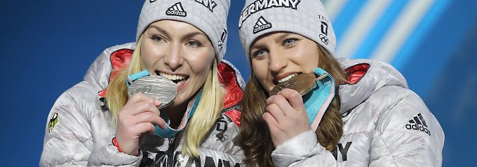 Tag 15 in Olympia-Bildern: Snowboard-Coups, Eishockey-Fahne, Gold-Panne