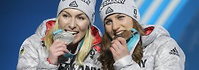 Tag 15 in Olympia-Bildern: Snowboard-Coups, Eishockey-Fahne, Gold-Panne