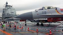 """Besucher besichtigen den chinesischen Flugzeugträger """"Liaoning"""""""