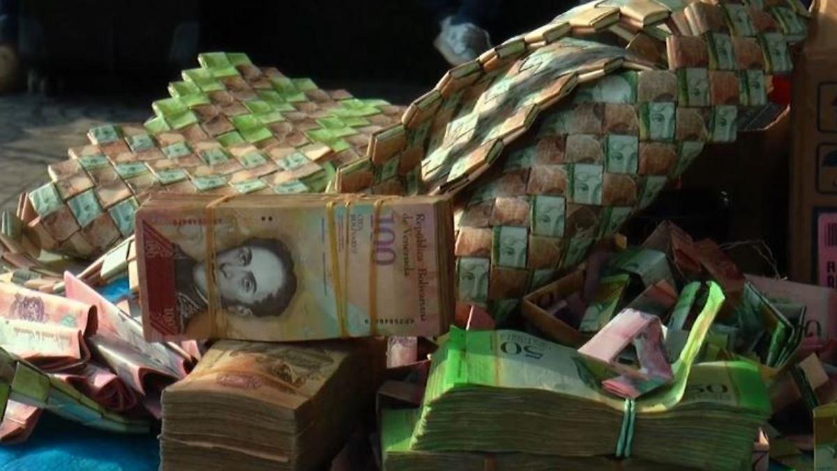 kreativ in der krise venezolaner basteln taschen aus wertlosen geldscheinen n. Black Bedroom Furniture Sets. Home Design Ideas