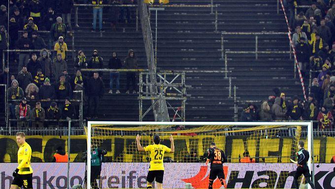 Ein Grund mehr Montage nicht zu mögen - in Dortmund bleiben ein Drittel der Fans zu Hause statt ins Stadion zu gehen.